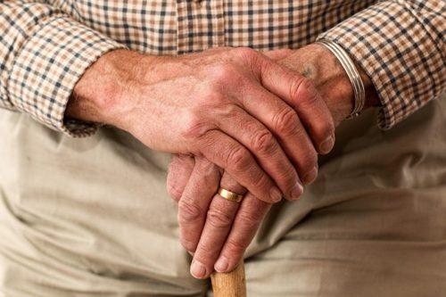 quando o idoso deve usar uma bengala