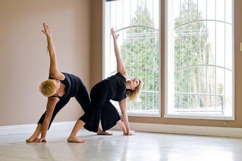 yoga para idosos faz bem