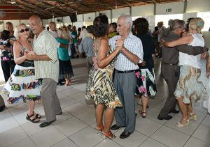 idosos dançando forro