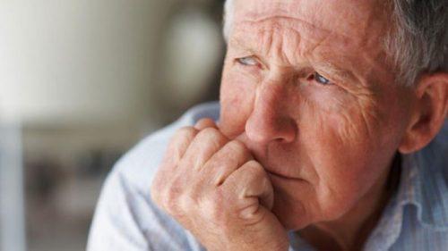 ajude o idoso e respeite-o