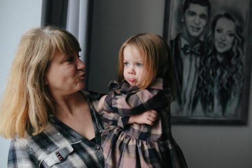 não se intrometer na criação dos netos e familiares