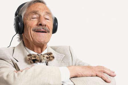a música faz bem aos idosos com demência