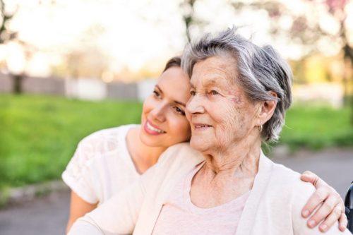 idoso morando sozinho