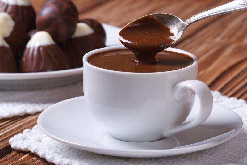 Chocolate quente faz bem aos idosos