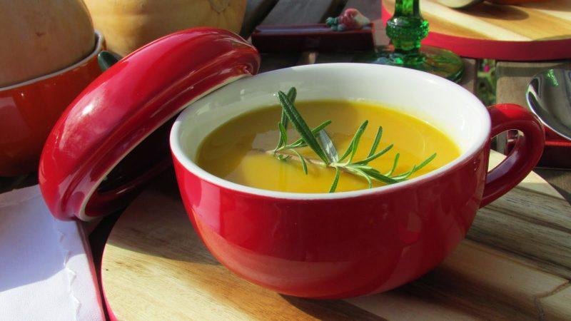 como servir uma sopa para idosos