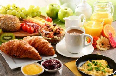 O café da manhã ideal da terceira idade