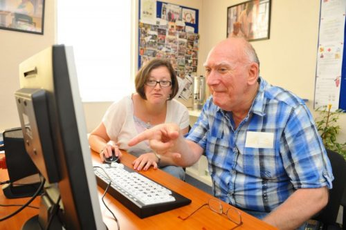 Estudar faz bem aos idosos - ead