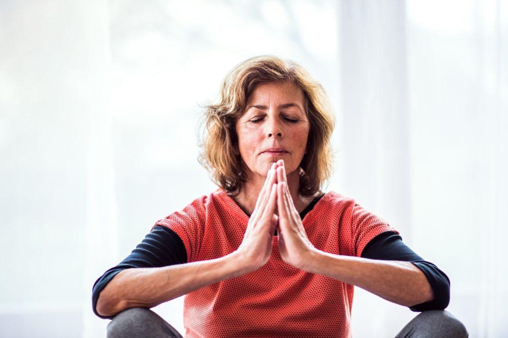 Yoga só faz bem aos idosos