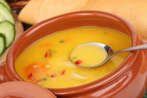 Caldos, sopas e cremes para os idosos