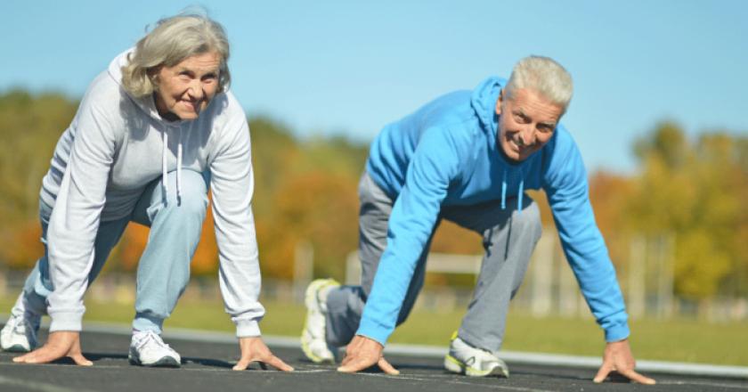 porque os idosos perdem a força nas pernas?