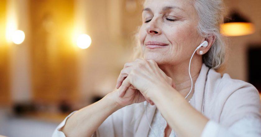 Ouvir música na terceira idade