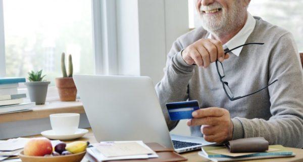 Os cuidados que os idosos tem que ter com o cartão de crédito