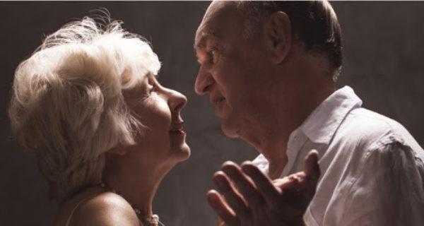 A separação entre amor e sexo para os idosos