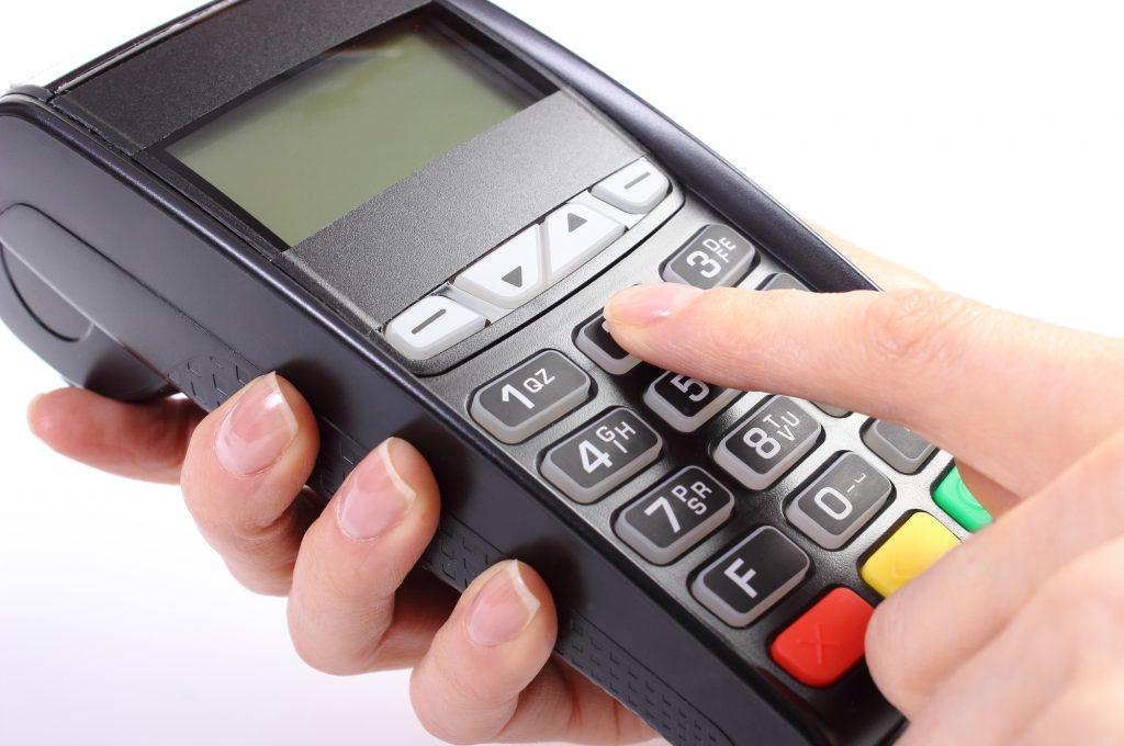 Os idosos precisam tomar cuidado com o cartão de crédito e as finanças