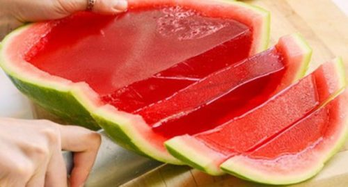Gelatina na casca da fruta