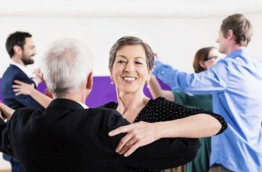 caminhar e dançar faz bem aos idosos