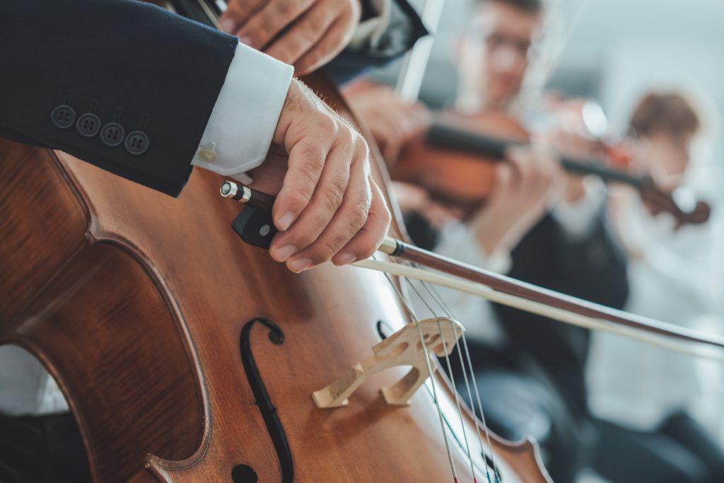 Ouvir música clássica faz bem aos idoso