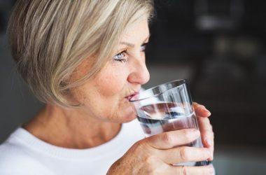 como ficar hidratada sem beber muita água