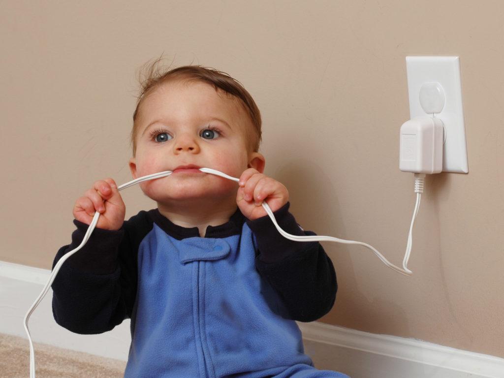 tomar choque elétrico em casa