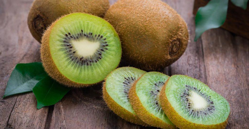 kiwi fruta boa para idosos
