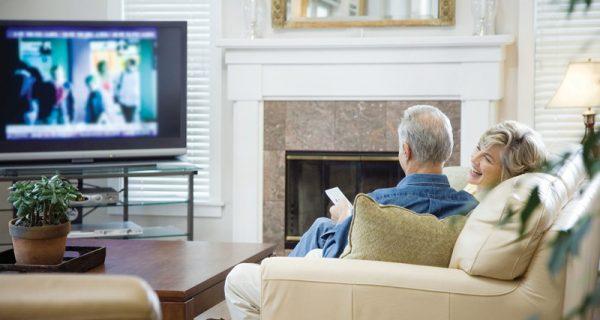 idosos assistindo filmes