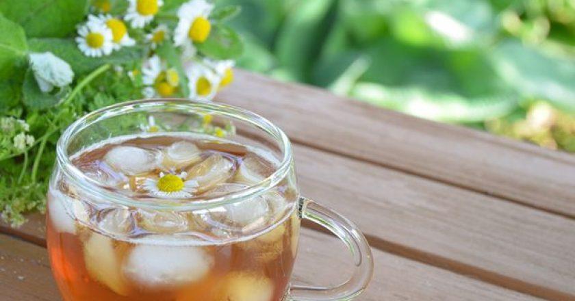 chá gelado de camomila para idosos