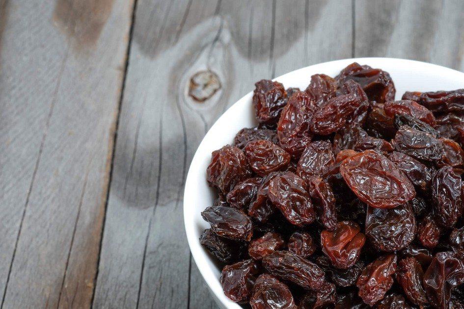 como é feita a uva passa
