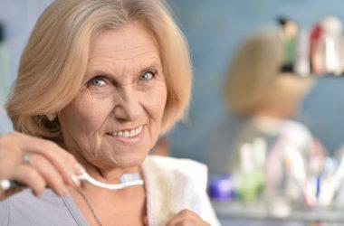 quais os problemas mais convencionais nos dentes dos idosos