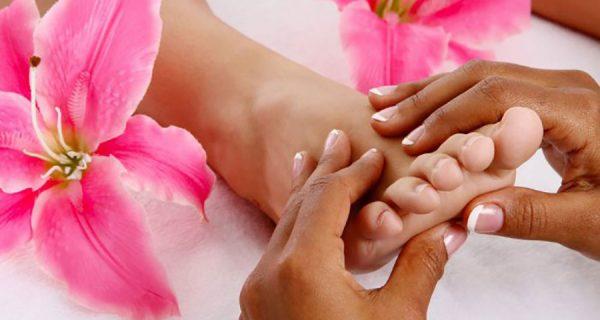 massagear os pés na terceira idade
