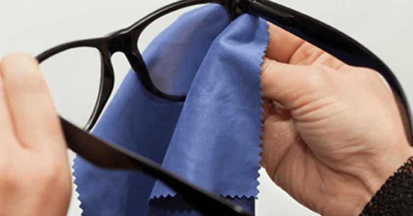 como limpar os óculos corretamente