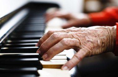 aprender a tocar música na terceira idade