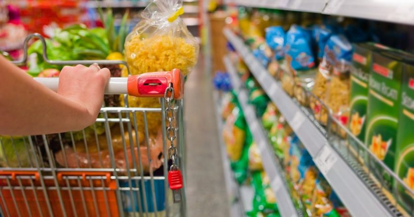 15 dicas para idosos economizarem em supermercados