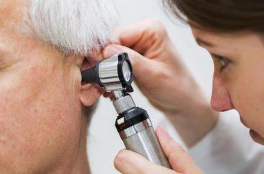cera no ouvido dos idosos