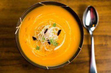 sopa de cenoura e coentro para a terceira idade
