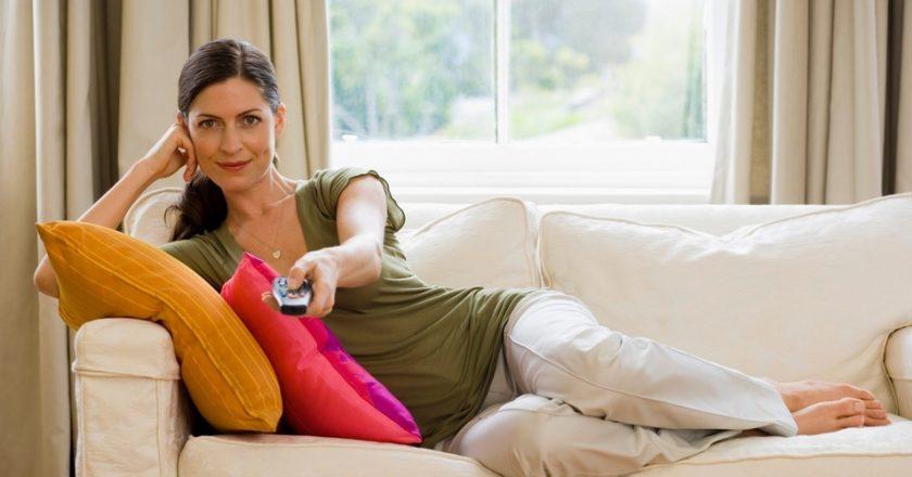 ficar sentado na frente da tv pode ser nocivo à saúde