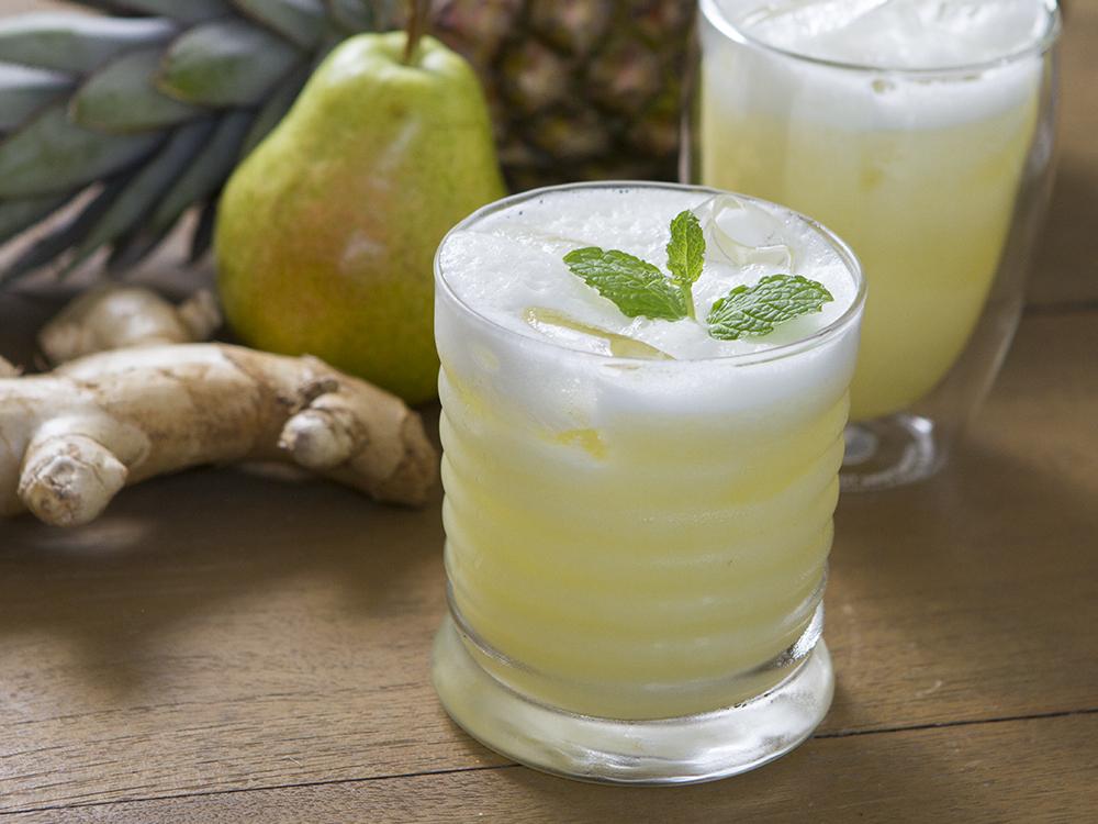 suco de lião, abacaxi e gengibre