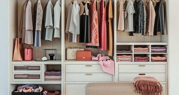 fique em casa e converse com o guarda-roupa