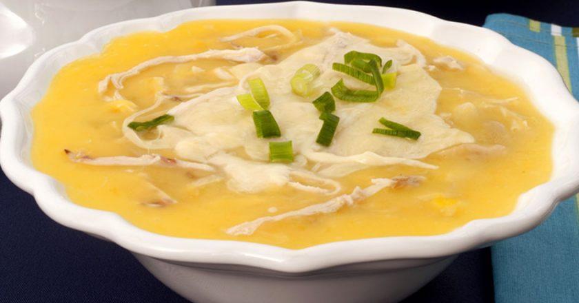 Mandioquinha com legumes e frango, uma sopa nutritiva