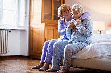 sentar e levantar exercícios idosos