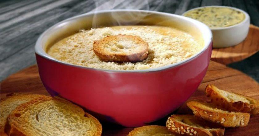 sopa de cebola com torrada