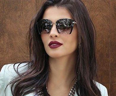 Usar óculos escuros no inverno