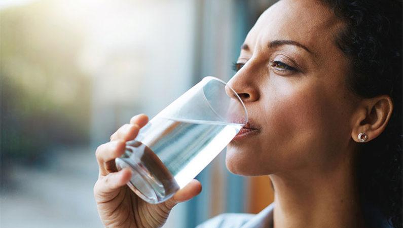 tomar suco é a mesma coisa que tomar água?